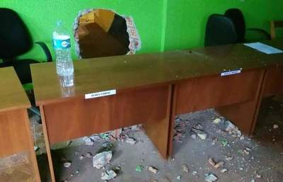 Concejales de Mallorquín rompieron una pared para huir de escraches