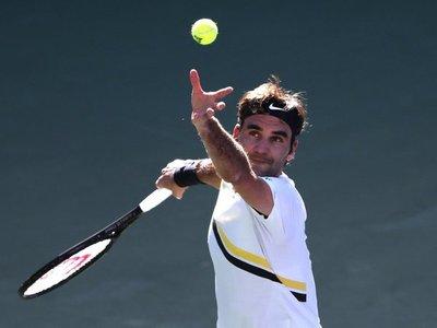 Federer sufre para pasar a octavos
