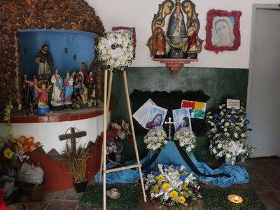Hicieron un altar en la escuela por los niños asesinados