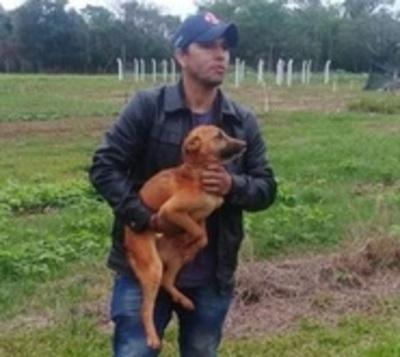 Héroes rescatan a perro que cayó a pozo de casi 100 metros