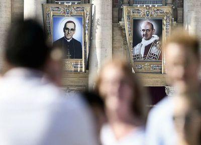 Romero y Pablo VI fueron proclamados santos por el Papa