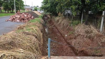 Comenzaron las obras de canalización y muro de contención sobre la calle Boquerón