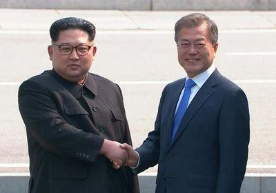 "Líder surcoreano pide ""acompañar"" a Kim Jong Un en su ""deseo de paz"""