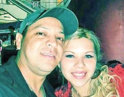 Buscan determinar si subcomisario baleó a su esposa