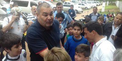 José Luis Chilavert estuvo con niños de la escuela de fútbol en Villarrica