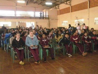 MEC evalúa logros académicos de estudiantes