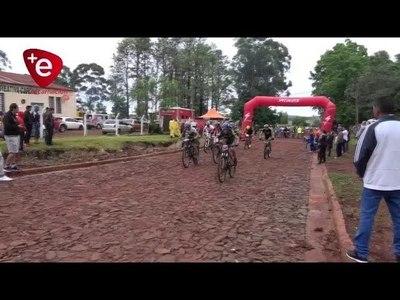 Más de 250 ciclistas corrieron por Itapúa