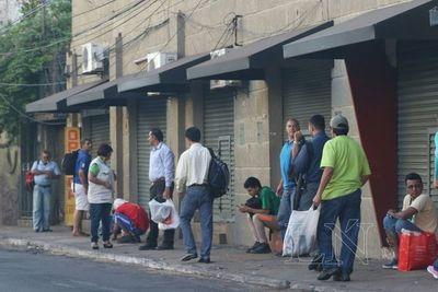 Reguladas de colectivos: Pasajeros reclaman y empresarios niegan