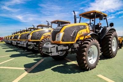 Itaipu entregó maquinarias agrícolas a siete gobernaciones