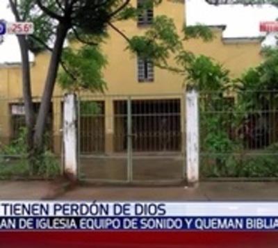 Ladrones robaron en iglesia, profanaron santos y quemaron una biblia