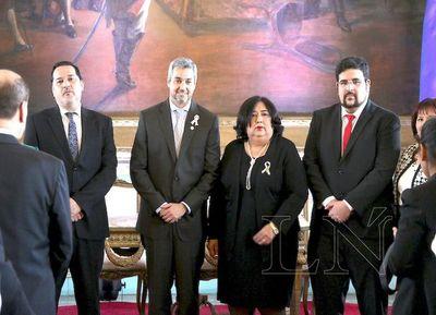 Martínez prestó juramento como ministra de Niñez