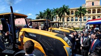 Itaipú inicia entrega de maquinarias agrícolas a siete gobernaciones