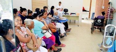 Salud atenderá a pacientes oncológicos de Clínicas