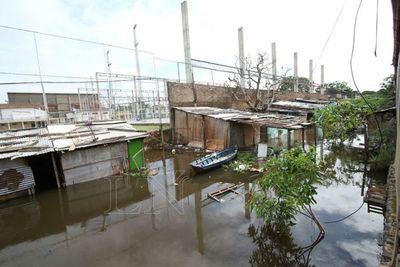 Crecida del río Paraguay preocupa a bañadenses
