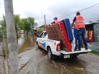Evacuan a casi 300 familias por crecida del río Paraguay