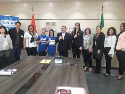 Niñas del barrio San Francisco fueron directoras por un día de Itaipu