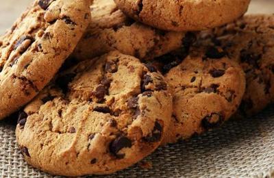 Niña hornea galletas con las cenizas de su abuela y las reparte en la escuela