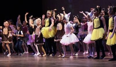 """HOY / """"La Bella y la Bestia"""" sube a escena en el Teatro Municipal"""