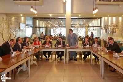 Ministro presenta a gobernadores los ejes de la política cultural