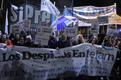 Un juez argentino dicta la readmisión cautelar de 138 trabajadores de Télam