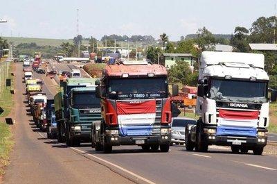 Camioneros también piden aumento del flete
