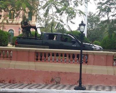 Presidente refuerza su seguridad en el Palacio