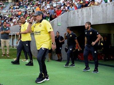 Maradona sufre una artritis severa y debe operarse