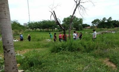 HOY / Familias huyen de inundaciones y se refugian en predio de Conatel