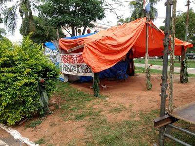 Familias damnificadas buscan refugio por crecida del río Paraguay
