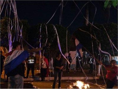 Sanlorenzanos escrachan a Albino Ferrer frente a su casa