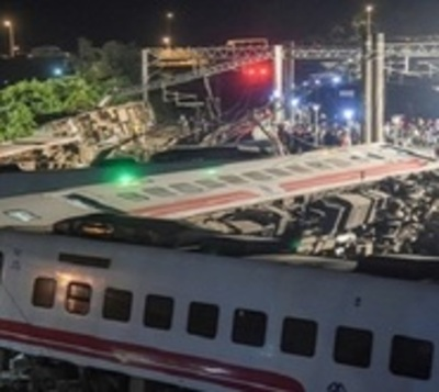 Taiwán: 171 heridos y al menos 22 muertos en accidente de tren