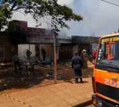 Incendio consumió local en Ciudad del Este