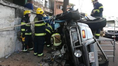 Aparatoso accidente deja cinco heridos