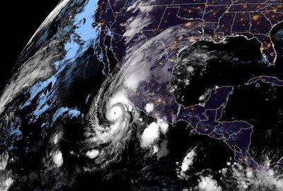 Willa alcanza categoría 5 y avanza hacia costas mexicanas
