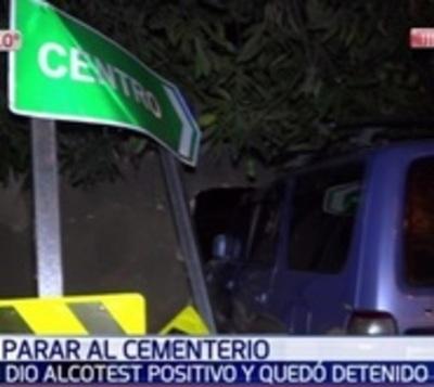 Ebrio choca contra muro del cementerio de la Recoleta