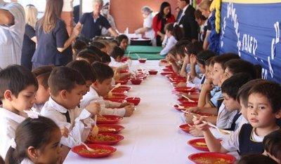 En colegios de Lambaré reasignan comida que sobra