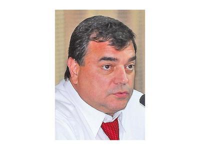 Ratifican querella de senadora contra ex asesor Luis Canillas