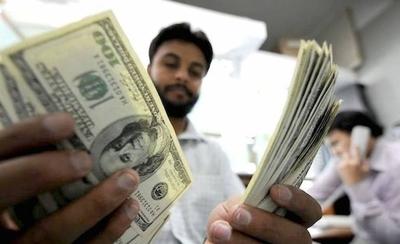 HOY / Suba del dólar se suavizó: pudo pasar los G. 8.000