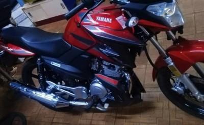 Hurtan motocicleta del corredor de una vivienda