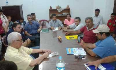 Concejales plantan a manifestantes en mesa de diálogo