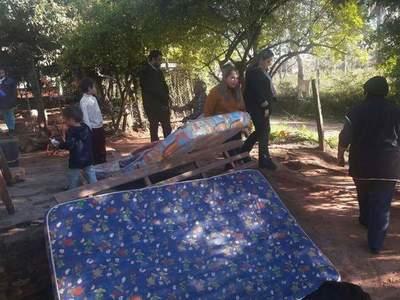 Donan colchón, frazadas y víveres a familia de escasos recursos