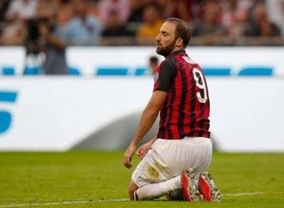 HOY / Milan vuelve a ganar en el 95, pero pierde a Higuaín