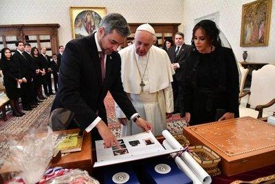 Mario Abdo Benitez fue recibido por el Papa Francisco