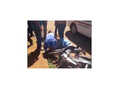 Bebé de 1 año quedó con fracturas tras accidente de moto