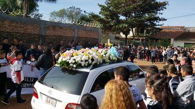 Centenares de personas despidieron a don Neri y a su hijo Félix
