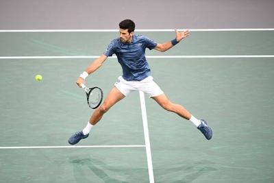 Djokovic supera a Federer camino de su quinto Masters de París