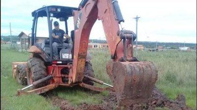Máquinas de la Gobernación de Guairá reparan caminos