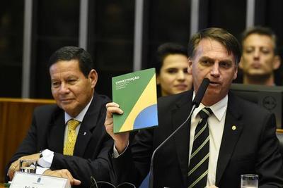 Bolsonaro buscó disipar temores dictatoriales en su primera intervención en el Congreso