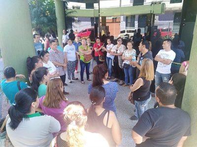 Padres de Pytyvõ protestan por suba exagerada de cuotas