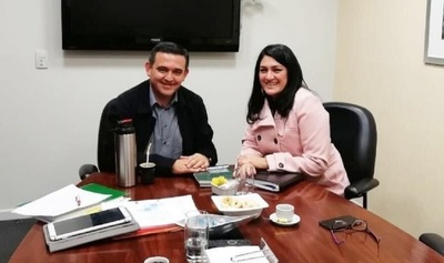 MEC advierte irregularidades que involucran a marido de viceministra
